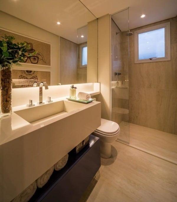 Banheiro pérola com iluminação intimista