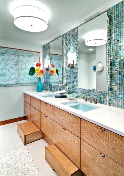 Banheiro verde com plafon redondo de sobrepor