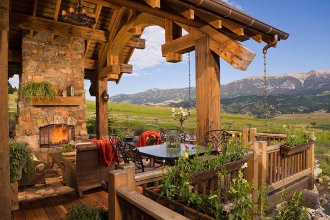 Casa rústica do campo com guarda corpo de madeira 1