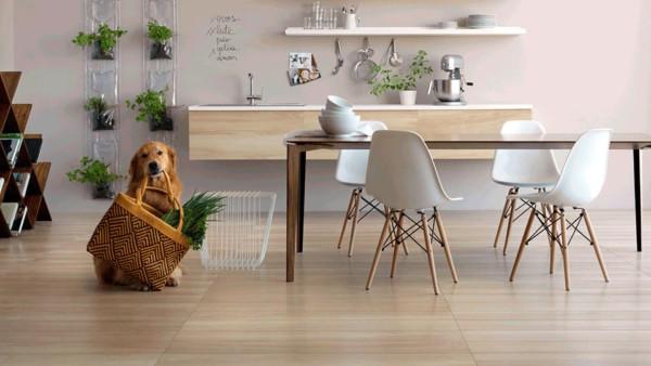 Cozinha moderna com parede cor pérola