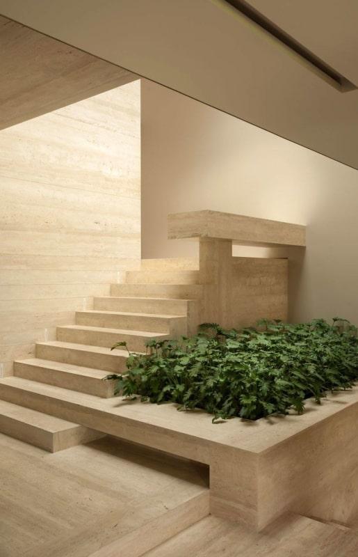 Escada clean em mármore travertino romano