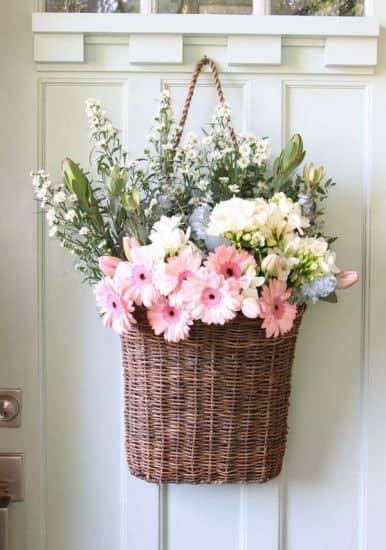 Flores do campo em cesto de vime