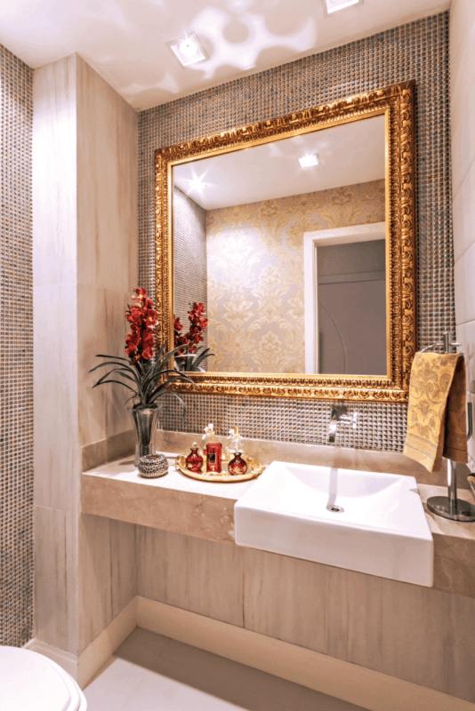 Lavabo decorado com pia de mármore