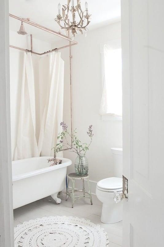 Lustre candelabro para banheiro feminino delicado