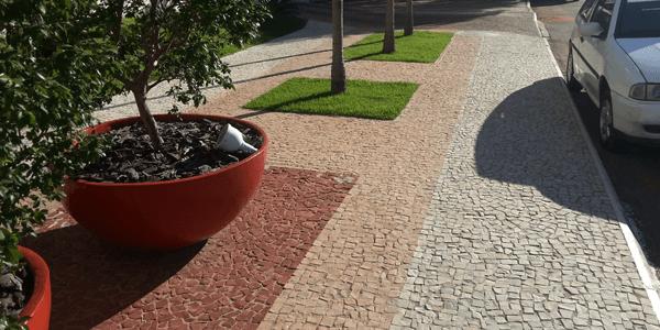 Pedra portuguesa na calçada