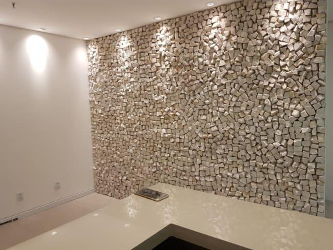 Pedra portuguesa na parede moderna