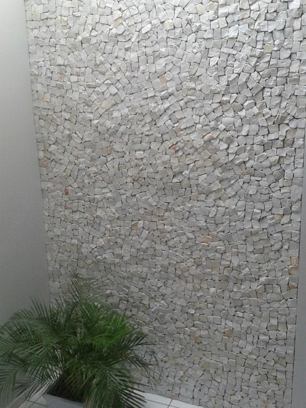 Pedra portuguesa na parede pequena