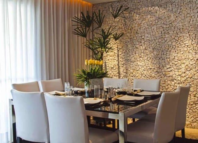 Pedra portuguesa na sala de jantar