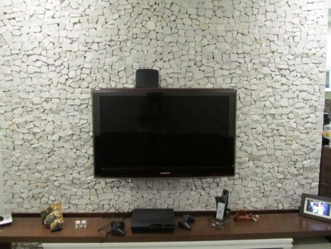 Pedra portuguesa na sala no painel