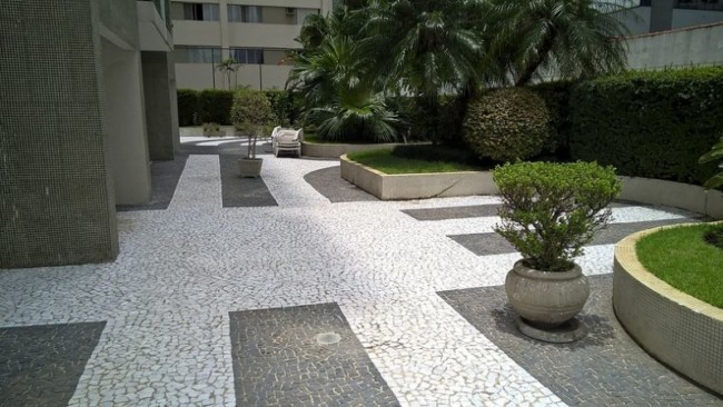 Pedra portuguesa no jardim e quintal