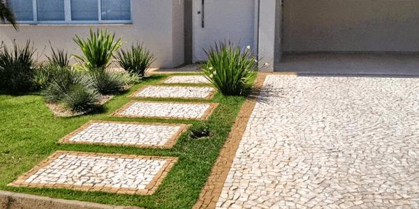 Pedra portuguesa no jardim