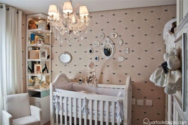 Quarto de bebê decorado com branco e pérola