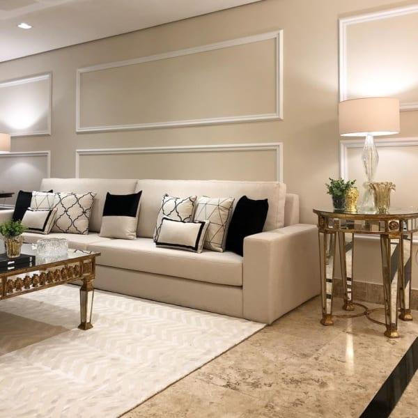 Sala com decoração clássica usando a pérola como protagonista