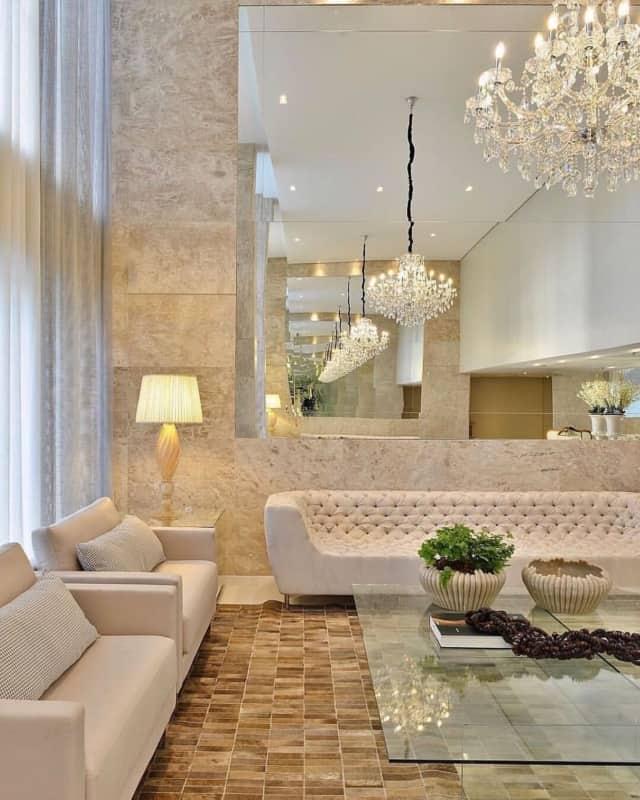 Sala com revestimento de mármore Bege Bahia
