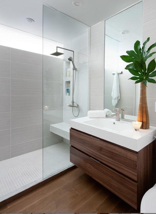 banheiro amadeirado branco chique