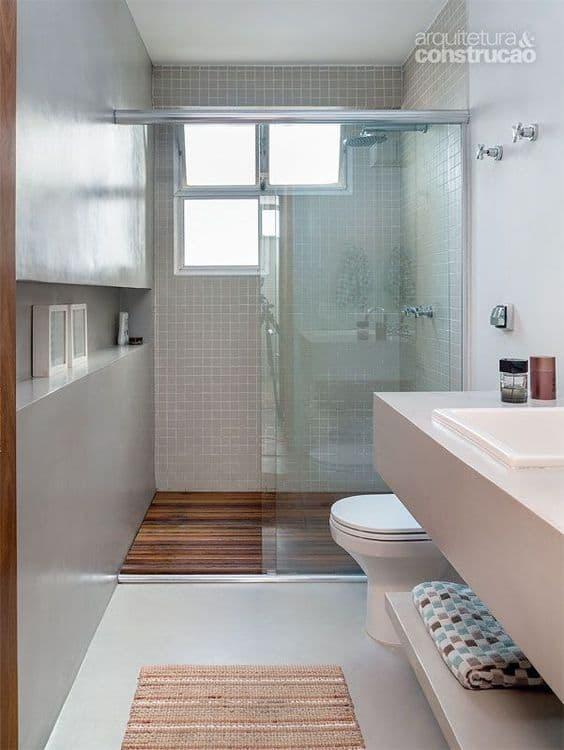 banheiro amadeirado cinza claro