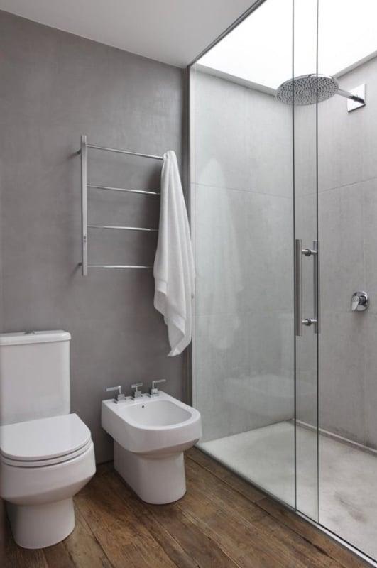 banheiro amadeirado cinza rustico