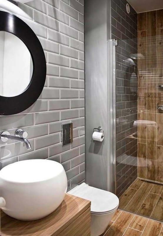 banheiro amadeirado cinza