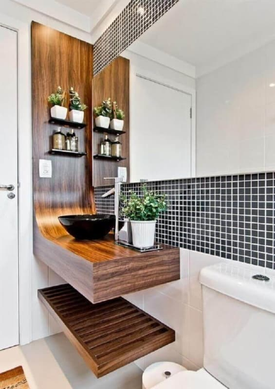banheiro amadeirado com pastilha na pia