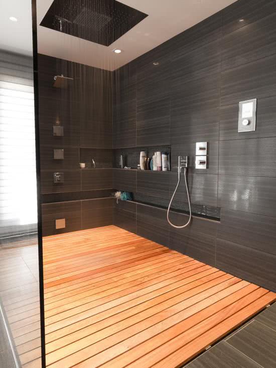 banheiro amadeirado preto clássico