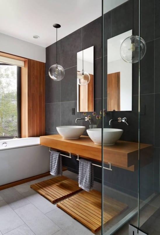 banheiro amadeirado preto moderno