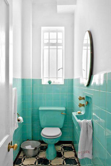 banheiro verde claro com branco 44