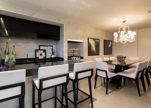 banquetas para cozinha americana em preto e branco