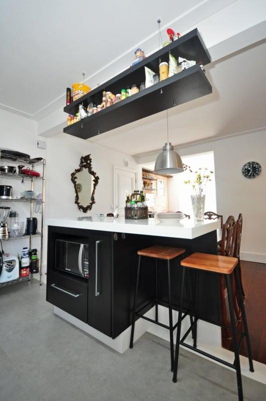 Cozinha clássica com banquetas
