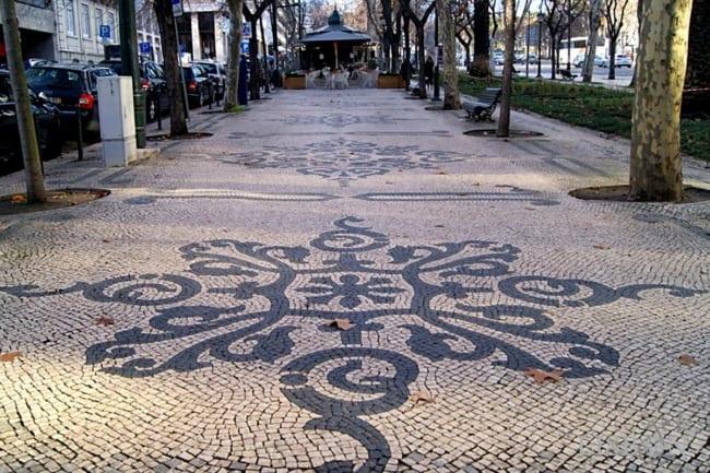 calçada portuguesa em cidades