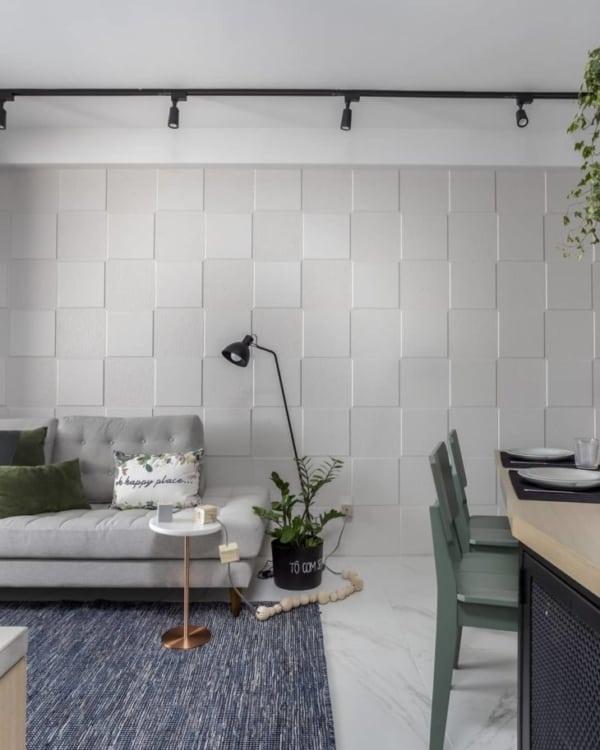 cerâmica branca na parede