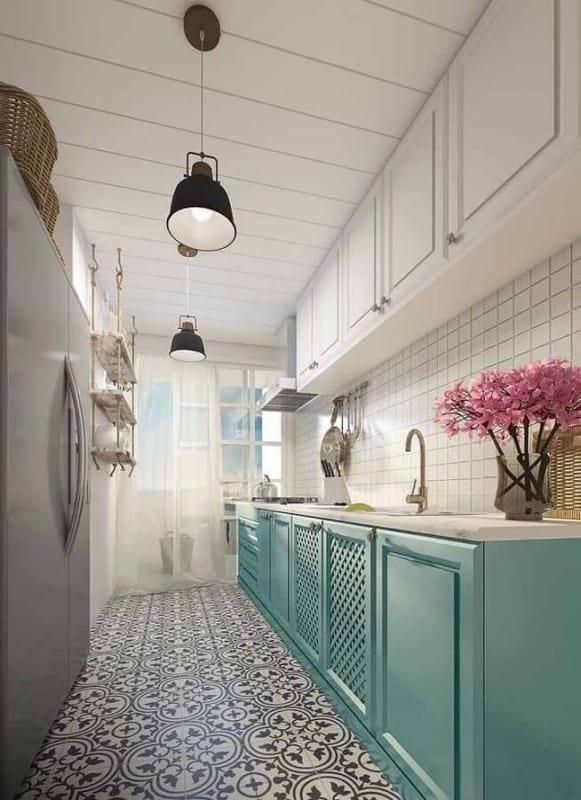 cozinha branca com armários verde claro 20
