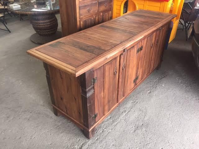 lindo aparador de madeira de demolição