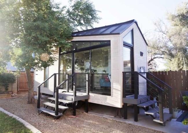 mini casa moderna com escada