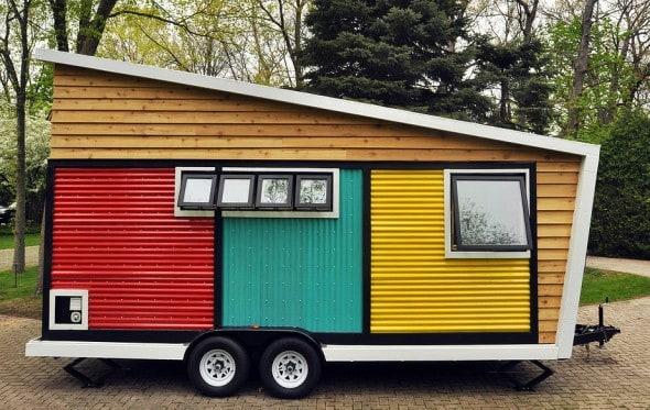 mini casa sobre rodas colorida