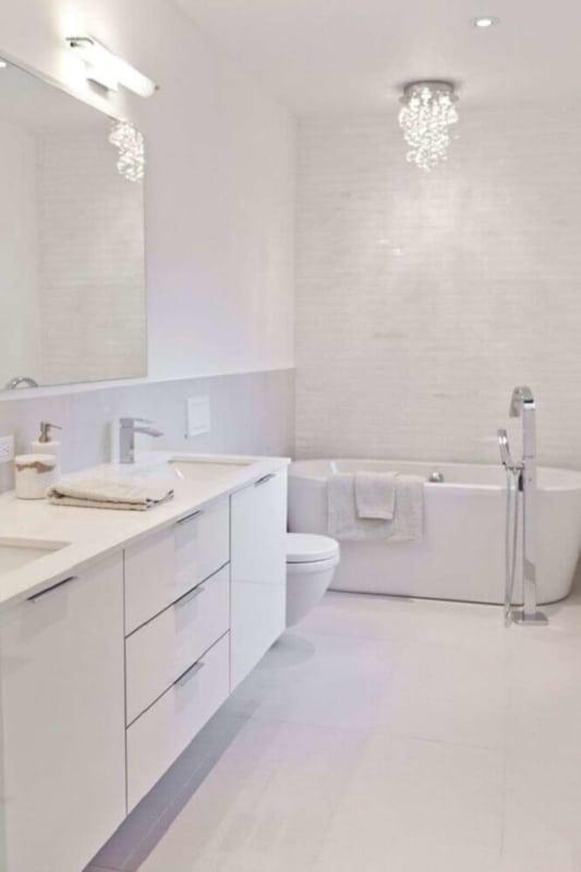 porcelanato branco para banheiro luxuoso