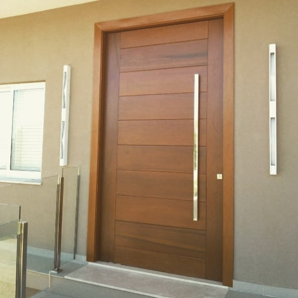 porta grande para sala de madeira