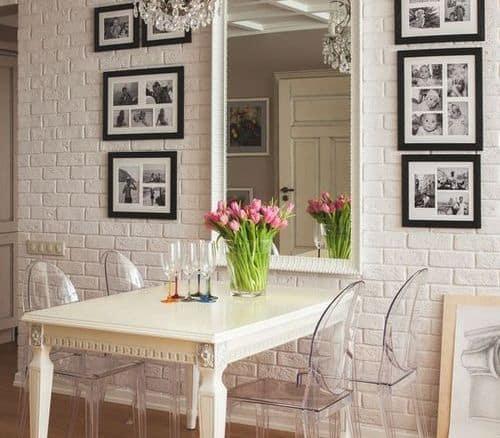 Quadro para fotos em sala de jantar