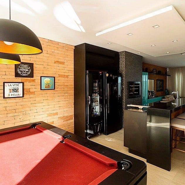 área gourmet com geladeira preta ideias