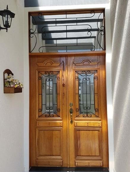 porta principal com grade