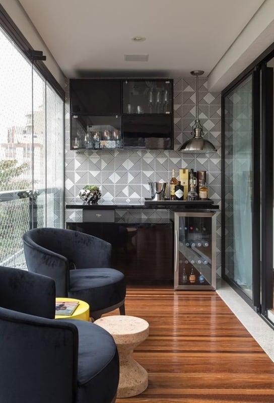 varanda gourmet com piso de madeira