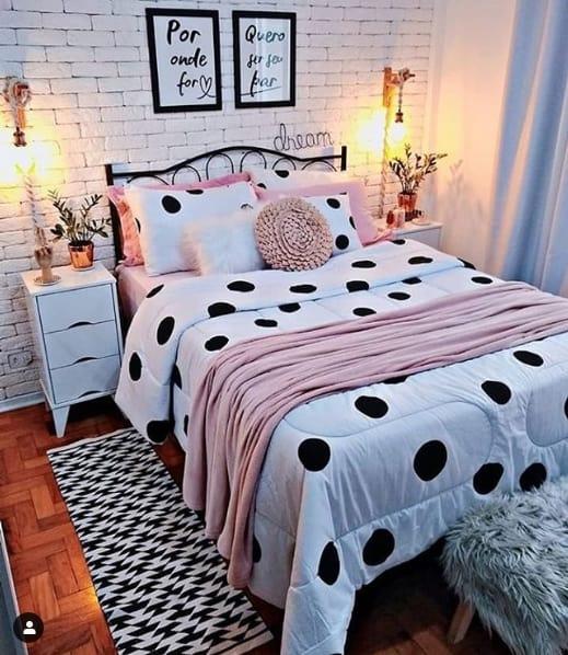 cama com cabeceira de ferro na decoração