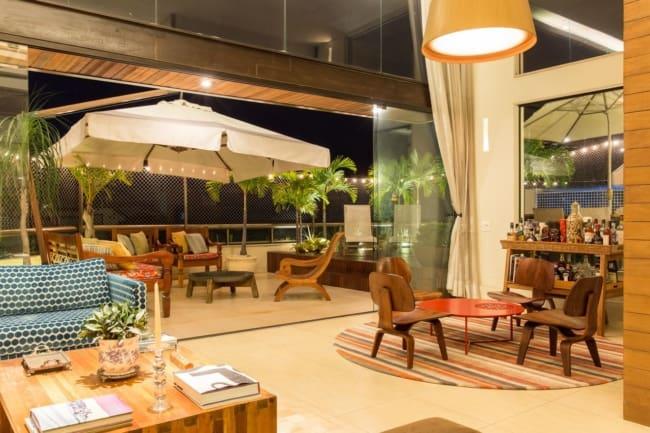 varanda aberta com ombrelone quadrado