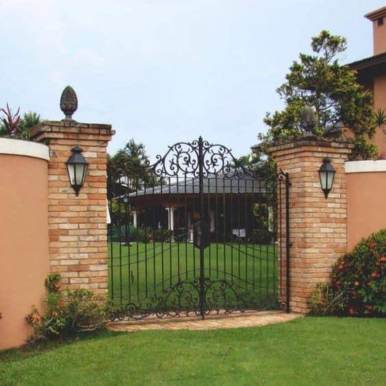 casa de chácara com portão de ferro
