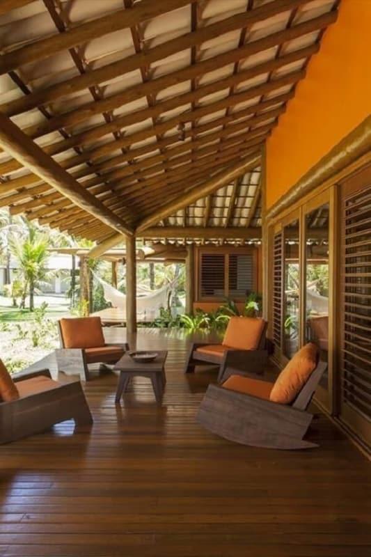 casa com varanda rústica