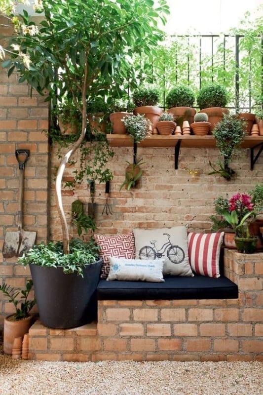 muro de tijolo com grade