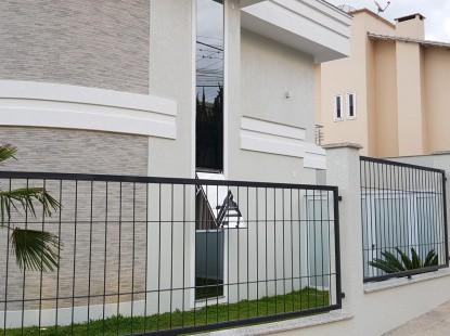 casa moderna com muro de grade