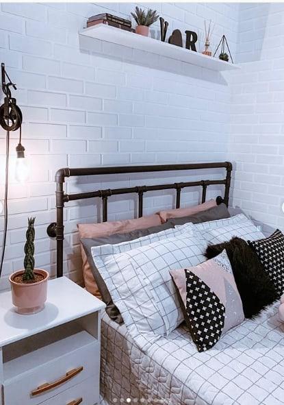 cabeceira de cama feita de PVC