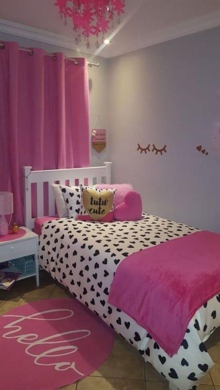 quarto simples com decoração pink