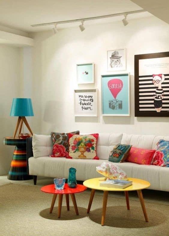 sala com decoração colorida