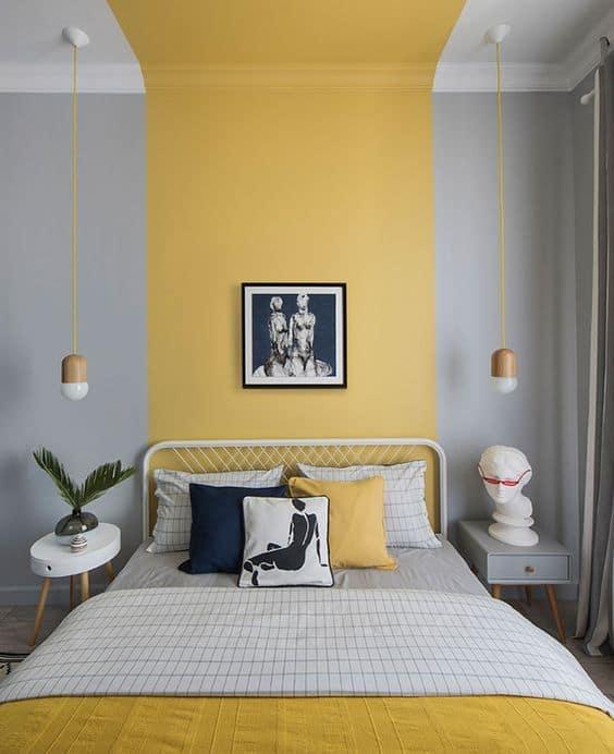 quarto decorado em cinza e amarelo